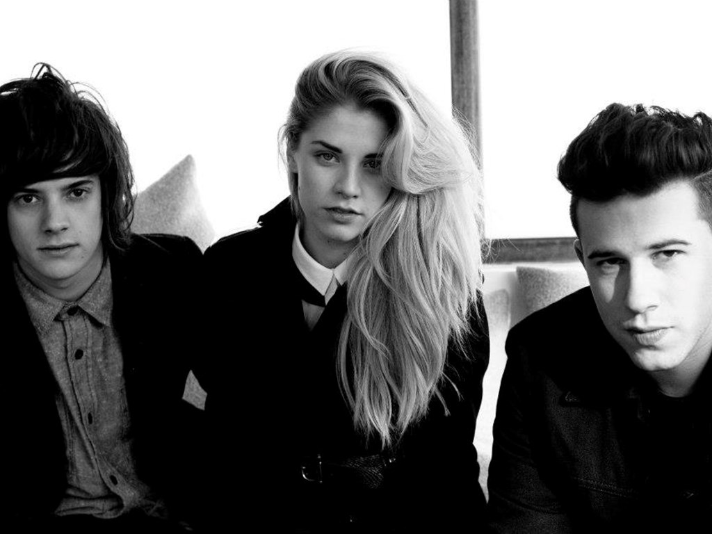 Theme Park & Pawws step in for London Grammar