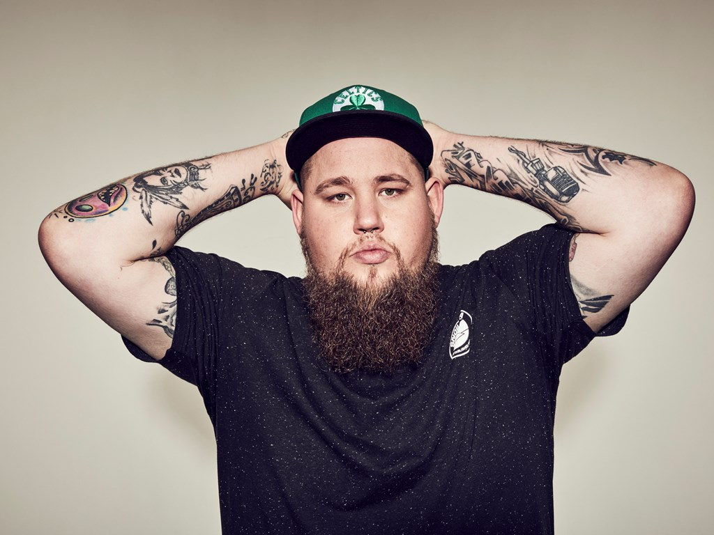 Rag'N'Bone Man goes acoustic for SBTV