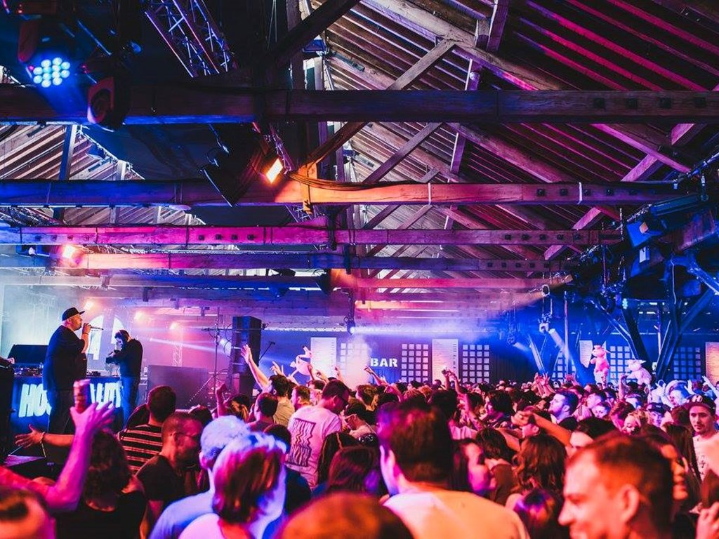 Hospitality Returns To The Dock 2017